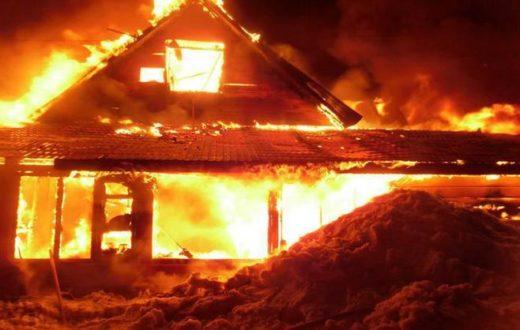 В Казани женщина пострадала на пожаре, спасая собаку из огня